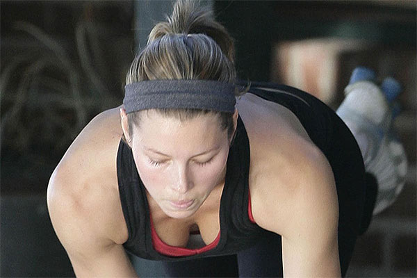How To Look Like Jessica Biel – Lift Weights
