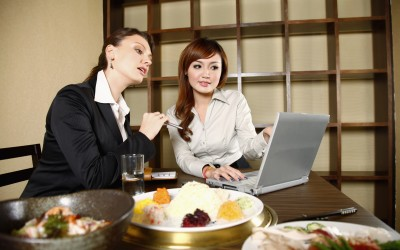 2 Simple Solutions to Healthy Eating When Dining Out